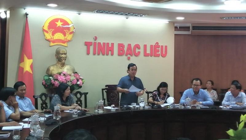 Phó Bí thư Tỉnh ủy, Chủ tịch UBND tỉnh Bạc Liêu Dương Thành Trung - Trưởng Ban chỉ đạo phòng, chống dịch Covid -19, phát biểu và chỉ đạo tại cuộc họp.