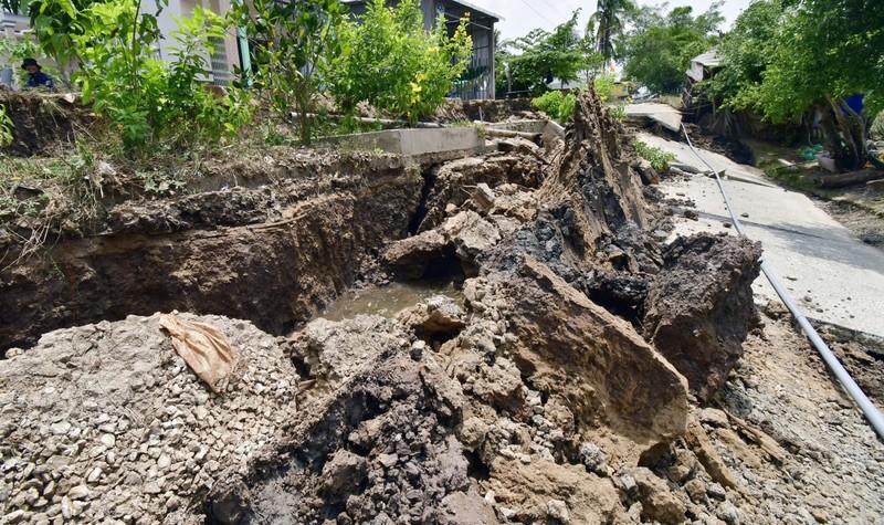 Sự cố sụt lún xảy ra vào sáng nay tại Trung tâm xã Khánh Bình Tây (huyện Trần Văn Thời, Cà Mau).