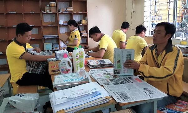 Bưu điện Kiên Giang chi trả lương hưu tận nhà cho người hưởng khi có nhu cầu