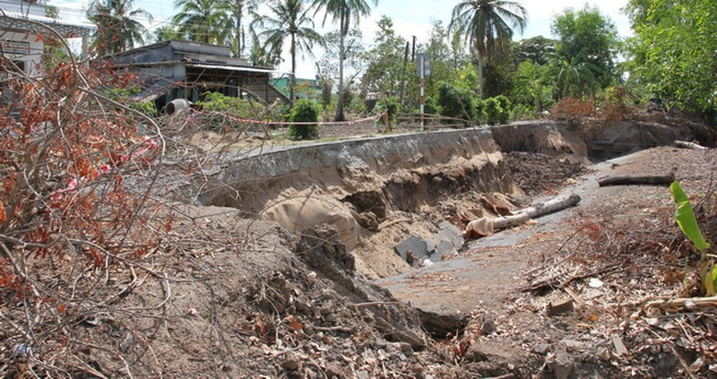 Cà Mau tìm giải pháp lâu dài đối phó sụt lún, sạt lở: Hơn 1.100 vụ sạt lở, sụt lún đất, phá hủy 25.000 mét đường