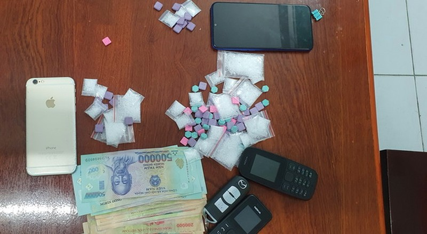 Bắt quả tang 3 đối tượng bán thuốc lắc và ma túy đá