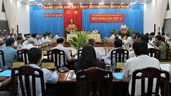 Bà Võ Thị Ánh Xuân - Bí thư Tỉnh ủy  An Giang chủ trì hội nghị lần thứ 21 Ban Chấp hành Đảng bộ tỉnh.