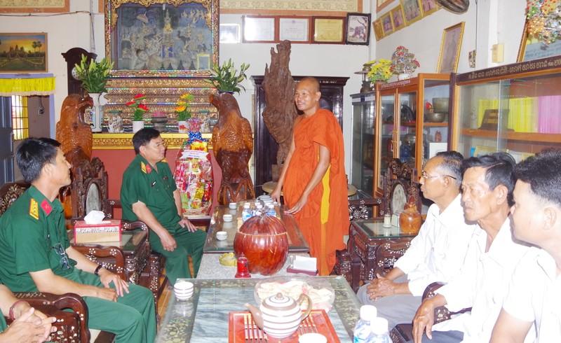 Thăm, chúc Tết Chôl Chnăm Thmây đồng bào Khmer
