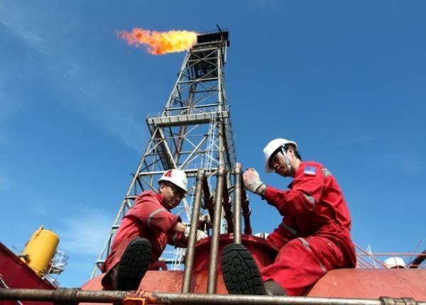 Công nhân PVN tại mỏ Đại Hùng 1.