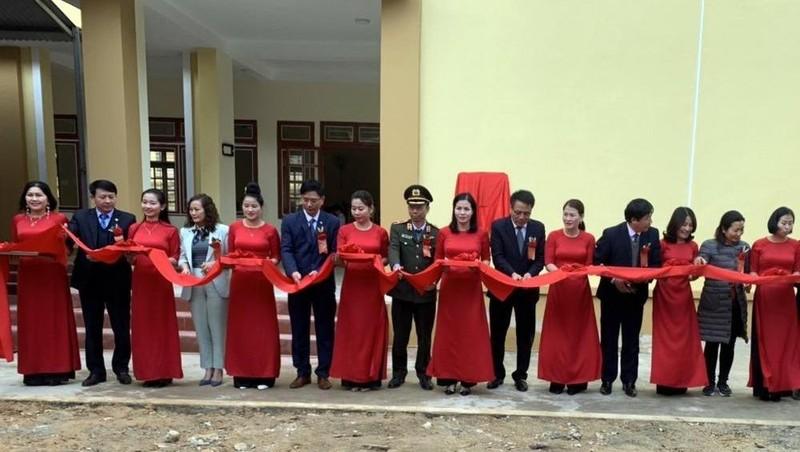 Lễ cắt băng khánh thành công trình Nhà bán trú Trường PTDT bán trú Tiểu học và Trung học cơ sở Phiêng Pằn.