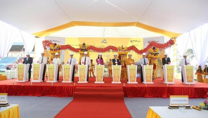 Ông Đỗ Quang Hiển, Chủ tịch HĐQT kiêm TGĐ Tập đoàn T&T Group, và các đại biểu bấm nút khởi công dự án.