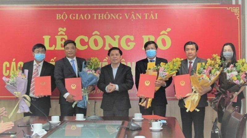 Bộ trưởng Giao thông vận tải Nguyễn Văn Thể trao quyết định bổ nhiệm lãnh đạo PMU Mỹ Thuận.