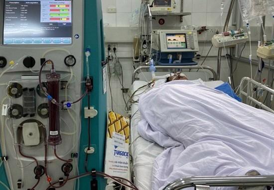 Hiện anh Tuấn đang được điều trị tại Bệnh viện Việt Đức (Hà Nội)