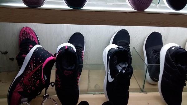Lucky Hải Dương bán giày Nike với giá... 300 ngàn đồng