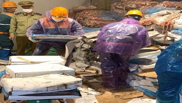 Tiêu hủy 72 tấn nội tạng động vật không rõ nguồn gốc ở Hải Dương