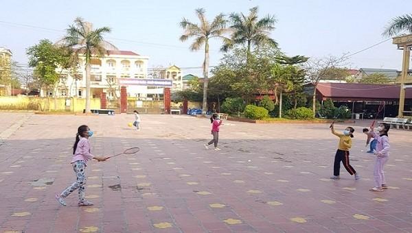 Cận cảnh 24 giờ của học sinh tiểu học trong khu cách ly ở Hải Dương