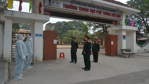Cán bộ chiến sĩ của trường Quân sự quân khu 3 tham gia công tác tại các điểm cách ly