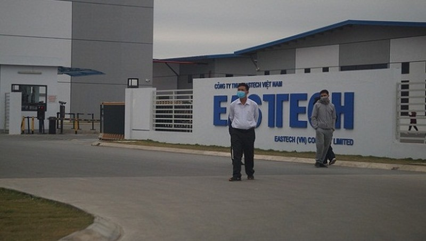 Vì sao hàng trăm công nhân bỏ chạy khi thấy đoàn kiểm tra phòng chống Covid-19?