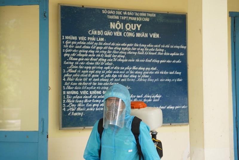 Bình Thuận triển khai phun hóa chất khử khuẩn phòng, chống dịch COVID-19 tại các trường học