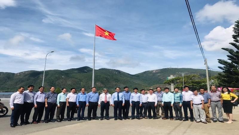 Bàn giao công trình cột cờ Tổ quốc huyện Côn Đảo
