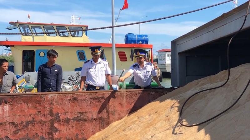 Bắt tàu vận chuyển 200 tấn đường cát trái phép