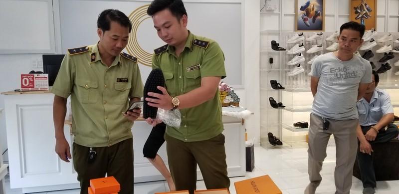 Đồng Nai: Thu giữ hàng trăm sản phẩm thời trang có dấu hiệu giả mạo thương hiệu
