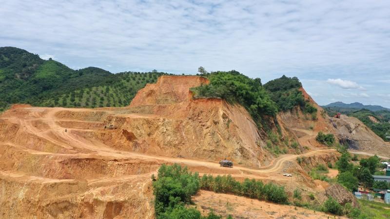 Lâm Đồng: Những ngọn núi đang dần biến mất