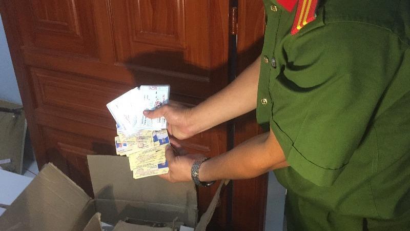 Triệt phá ổ làm giả hàng loạt giấy tờ, tài liệu và con dấu