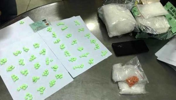 Bắt đối tượng mua bán hơn 2 kg ma túy đá