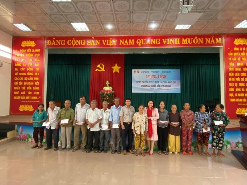Đoàn Thanh niên Bộ Tư pháp tuyên truyền pháp luật cho nhân dân huyện Đất đỏ