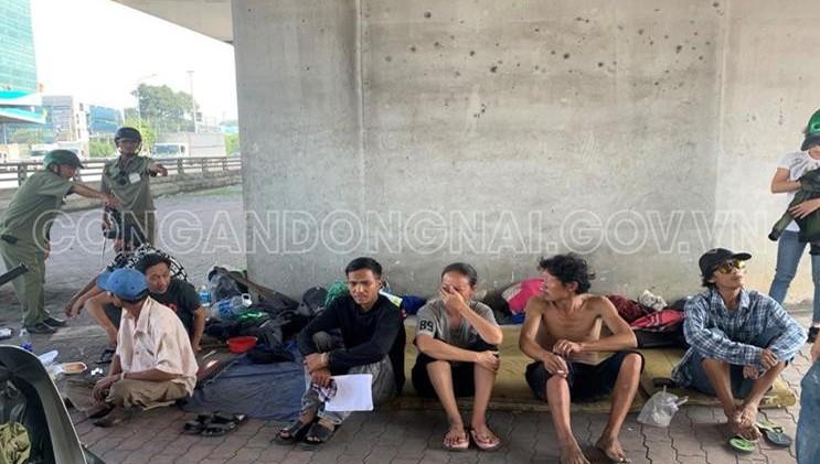 Ra quân xử lý 10 đối tượng sống lang thang tại chân cầu ở Biên Hòa