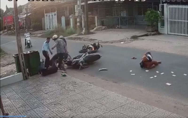 Nữ sinh bị nam thanh niên đánh dã man sau va chạm giao thông