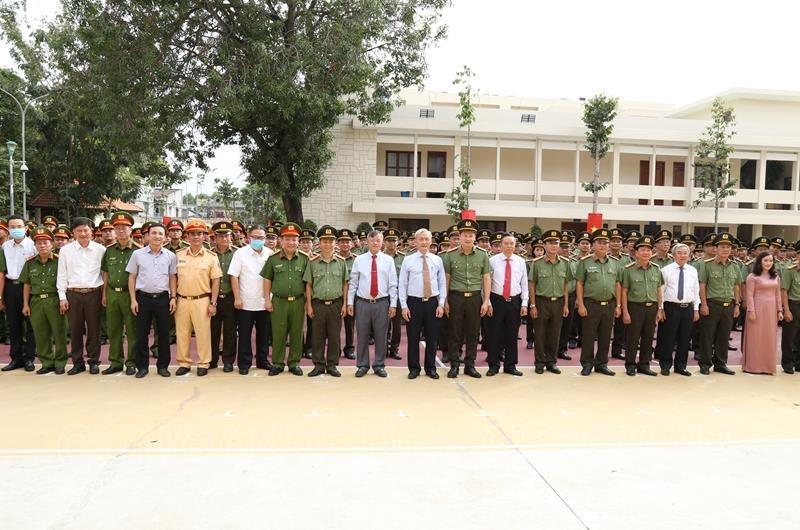 Lãnh đạo tỉnh Đồng Nai khen thưởng các thành tích xuất sắc của lực lượng công an tỉnh