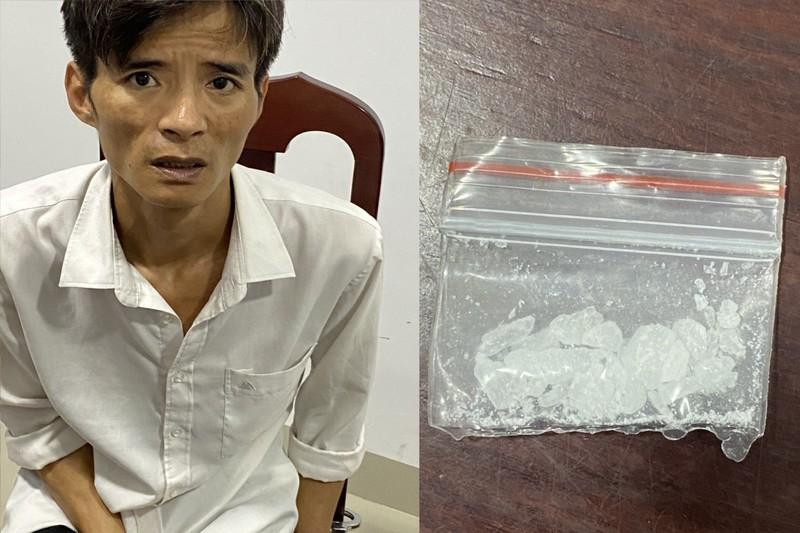 Đối tượng Trần Anh Khoa và tang vật vụ án bị lực lượng Biên phòng bắt ngày 17/3.