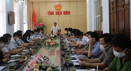 Ông Lê Văn Quý, Phó Chủ tịch UBND tỉnh, Phó Trưởng ban Chỉ đạo phòng chống dịch bệnh COVID-19 chủ trì Hội nghị tại điểm cầu UBND tỉnh.