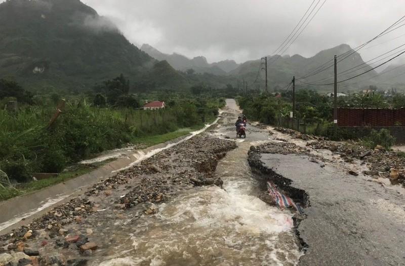 Lai Châu: Mưa lớn kéo dài làm nhiều tuyến đường sạt lở
