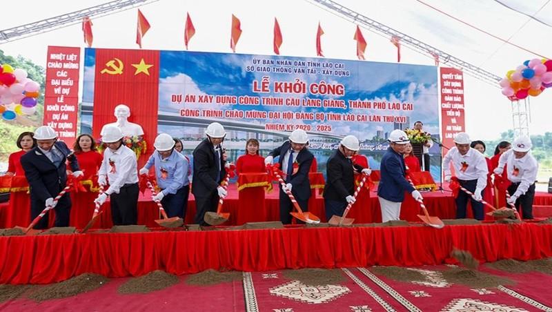 Lễ khởi công xây dựng cầu Làng Giàng bắc qua sông Hồng.