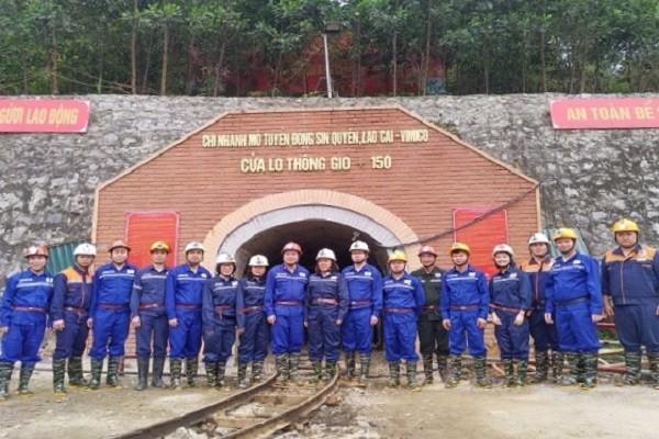 Thứ trưởng Lê Văn Thanh kiểm tra, nắm tình hình lao động, việc làm tại Lào Cai