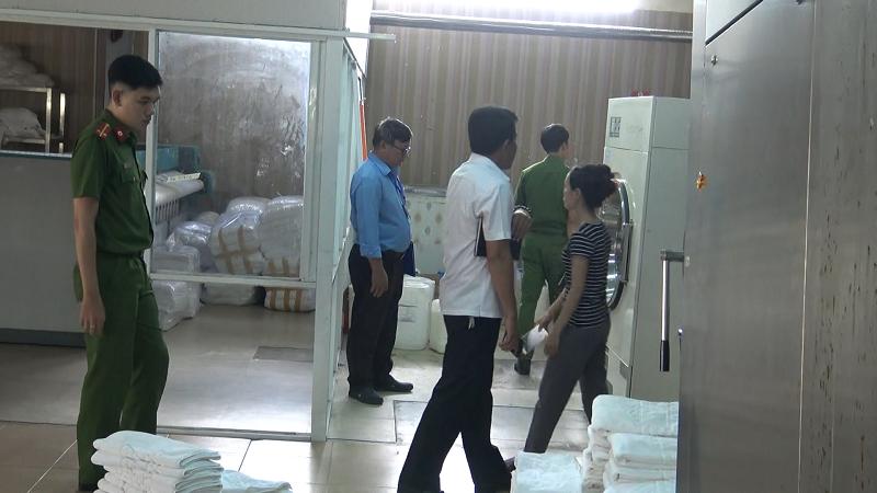 Đà Nẵng: Cơ sở giặt ủi dùng hóa chất độc hại, xả thải ra môi trường