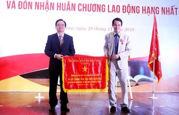 Đại học Duy Tân vinh dự đón nhận huân chương lao động hạng nhất