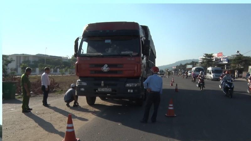 Nam công nhân bị ô tô cán tử vong trên đường đi làm