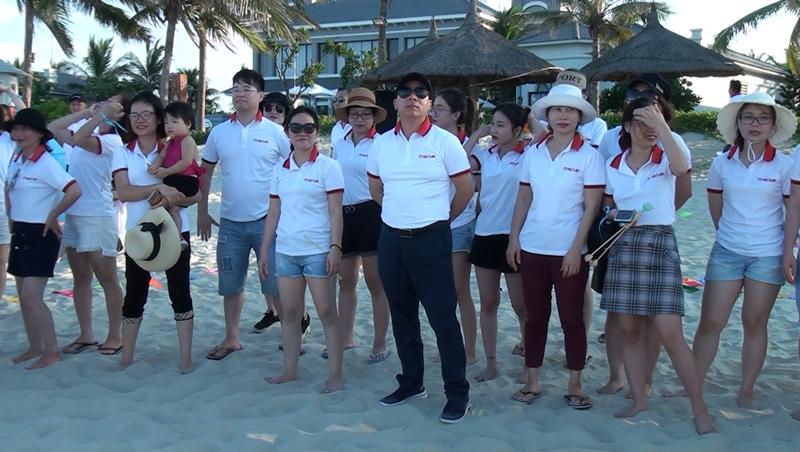 TS.Đào Văn Hội - Tổng Biên tập cùng các thành viên của Báo Pháp luật Việt Nam hào hứng chuẩn bị cho hoạt động chào mừng Báo tròn 35 tuổi.