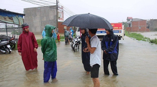 Quảng Nam: Tìm thấy thi thể của hai vợ chồng bị nước lũ cuốn trôi, còn hai người mất tích