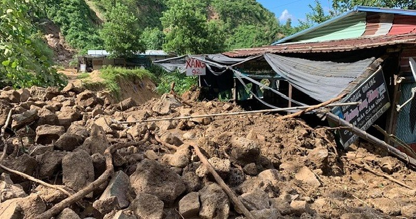 Thêm một vụ sạt lở ở xã Trà Leng, 14 ngôi nhà và 1 trường học bị vùi lấp