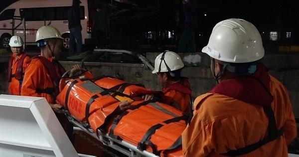 Vượt sóng biển xuyên đêm đưa ngư dân bị tai biến vào đất liền