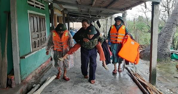 Quảng Nam: Tạm dừng hoạt động tàu thuyền để ứng phó bão số 13