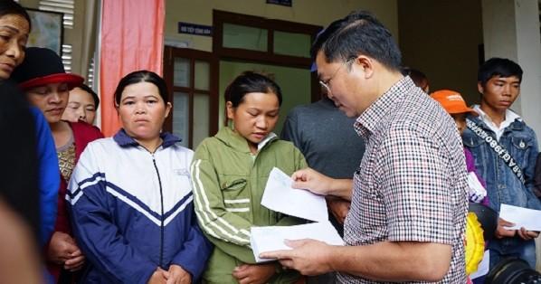Chủ tịch tỉnh Quảng Nam đến thăm hỏi, hỗ trợ người dân huyện Phước Sơn