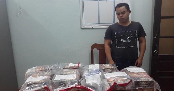 Quảng Nam: Bắt quả tang thanh niên vận chuyển trái phép pháo nổ