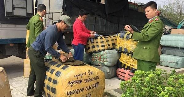 Quảng Nam phát hiện xe tải chở nhiều hàng hoá nhập lậu