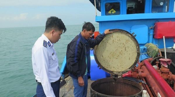 BTL Vùng Cảnh sát biển 2 kiểm tra tàu An Bình 88.