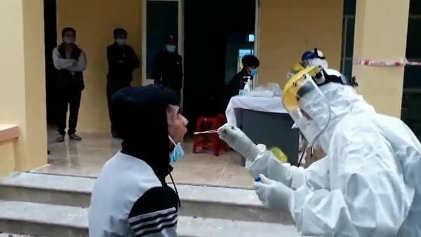 Quảng Ngãi lấy mẫu xét nghiệm cho 43 người di chuyển trên xe khách ghé TP Chí Linh, Hải Dương