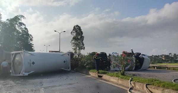 Xe container chở dầu lật chắn ngang đường, tài xế bị thương