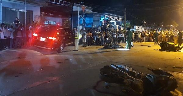 Xe ô tô tông 4 xe máy, khiến 7 người thương vong