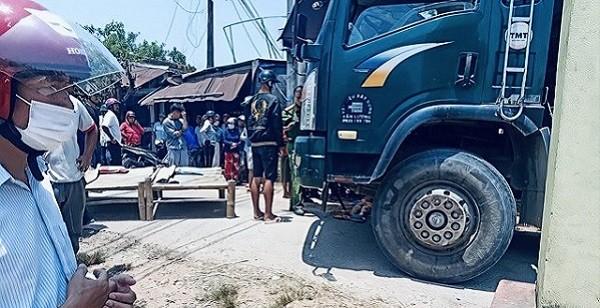 Hai cháu nhỏ tử vong tại chỗ sau cú va chạm với xe tải