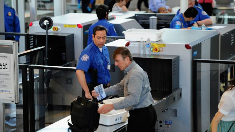 Khách mang súng 'lọt' qua an ninh sân bay do Chính phủ Mỹ ngừng hoạt động?